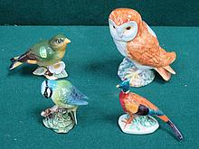 FOUR VARIOUS BESWICK GLAZED CERAMIC BIRDS INCLUDING OWL , BLUE TIT, GREENFINCH AND PHEASANT