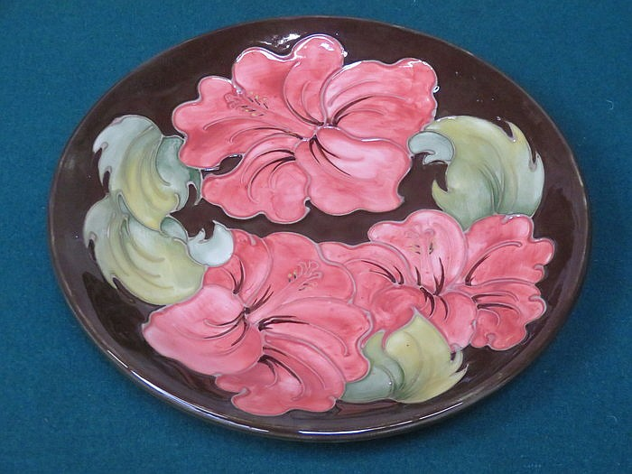 MOORCROFT TUBE LINED AND GLAZED 'HIBISCUS' PATTERN ON BROWN