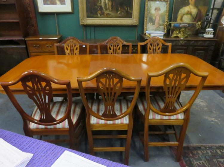 REPRODUCTION YEW WOOD COLOURED EXTENDING DINING TABLE WITH O : H1408 L133057608 from www.invaluable.co.uk size 750 x 562 jpeg 98kB