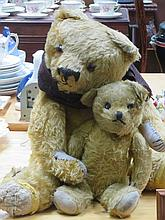 TWO VINTAGE JOINTED TEDDY BEARS.