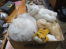 BOX OF VARIOUS MODERN TEDDY BEARS.