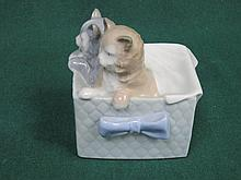 NAO GLAZED CERAMIC FIGURE GROUP OF TWO KITTENS, APPROXIMATELY 11cm HIGH