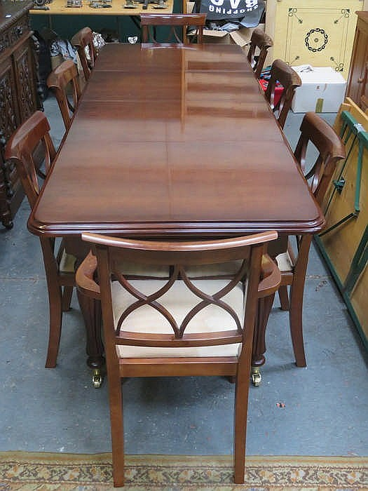 REPRODUCTION MAHOGANY EXTENDING DINING TABLE WITH