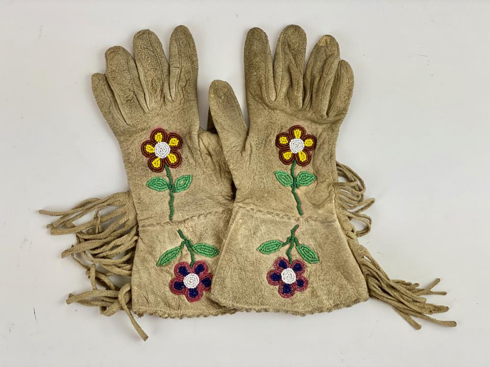 Crow Beaded Floral Gloves