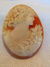 Finely carved Italian cameo, depicting young beauty with floral garland (1-1/2