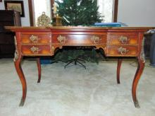 Victorian 5 drawer French ladies writing desk w/bronze ormolu trims and original hand painted floral decorations, attributed to Mathews Brothers Milwaukee (29