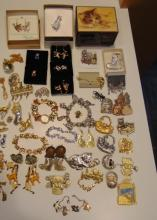 Huge amount of cat costume jewelry: earrings, bracelets, brooches, pendants, necklaces and more; Everything cats!