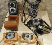 Five vintage cameras to include: Kodak REFLEX camera in case;  Rolleiflex camera