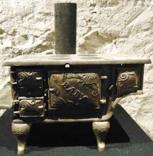Mid-size iron Victorian baby doll stove in excellent condition with all of its a