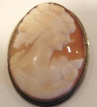 Giovanni Apa Ditta vintage sterling and gold wired trimmed carved cameo depictin