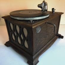 Silvertone Edison table model in working condition
