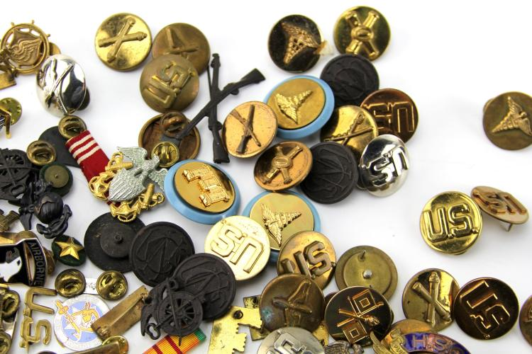 Lot 9029: US INSIGNIA COLLECTION