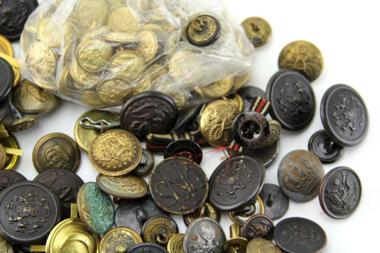 Lot 9113: ANTIQUE MILITARY BUTTON COLLECTION