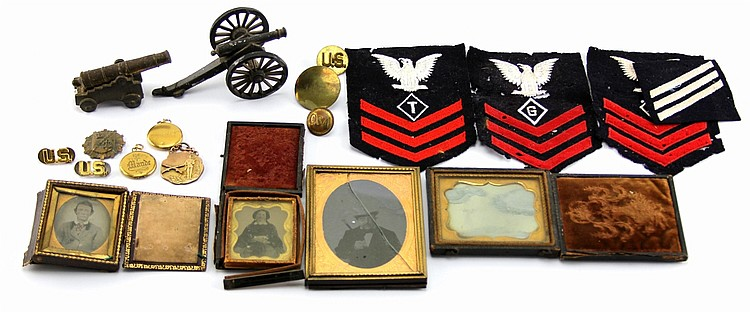 MIXED LOT OF MILITARIA