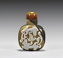CARVED CAMEO AGATE SNUFF BOTTLE
