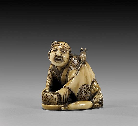 ANTIQUE IVORY NETSUKE: Rat Catcher
