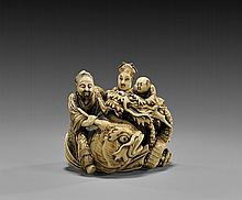 ANTIQUE CARVED IVORY NETSUKE