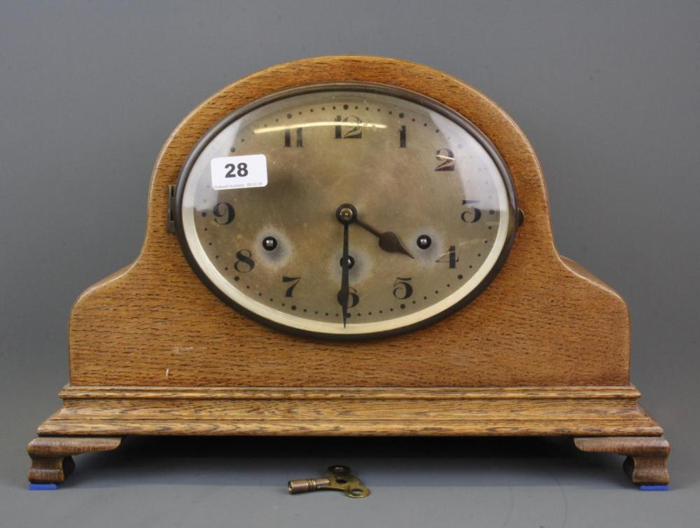 A 1930's oak mantle clock, H. 30cm.