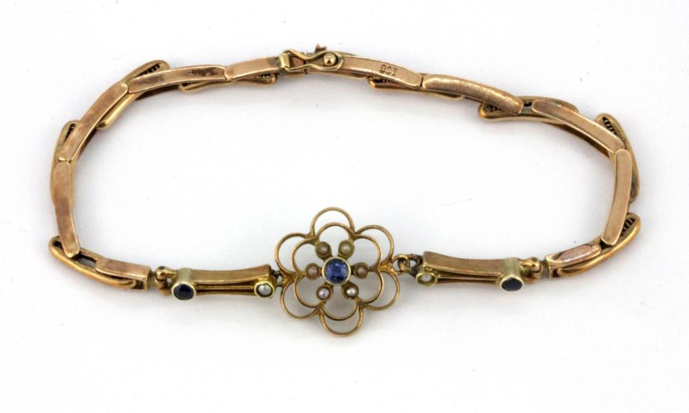 A 9ct yellow gold (stamped 9ct) expandable bracelet set with round cut sapphires and seed pearls.