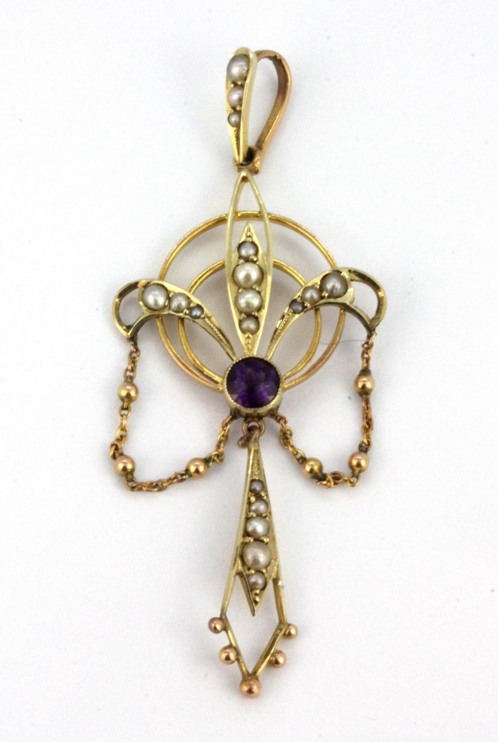 A 9ct yellow gold (stamped 9ct) pendant set with amethyst and seed pearls, L. 5.5cm.