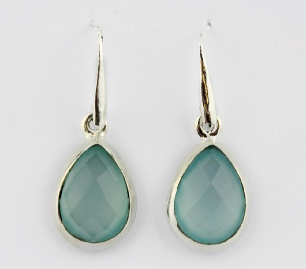 A pair of 925 silver drop earrings set with aquamarines, L. 3cm.