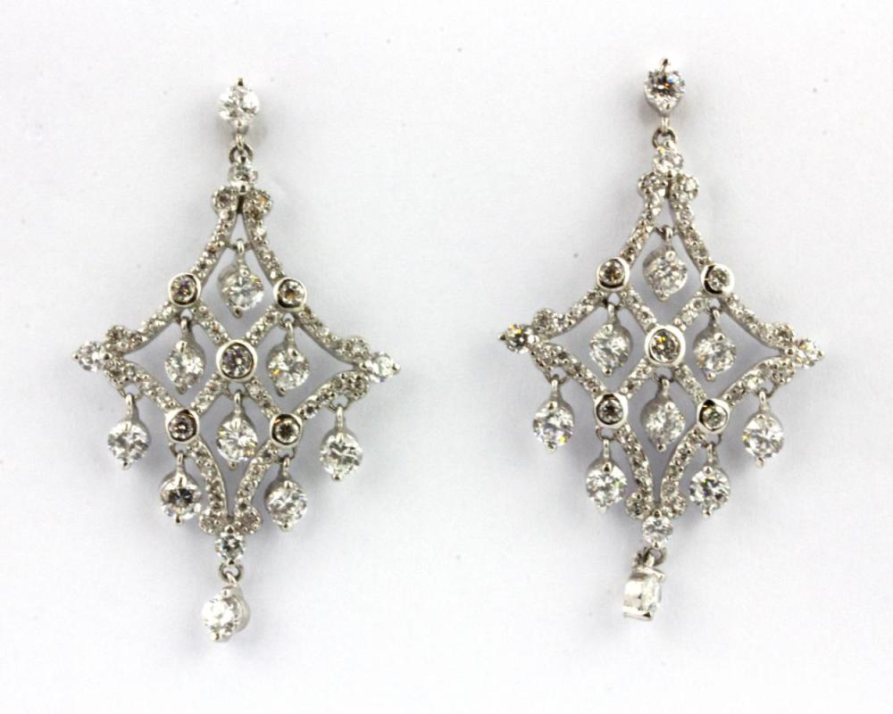 A pair of 925 silver stone set drop earrings, L. 4.5cm.