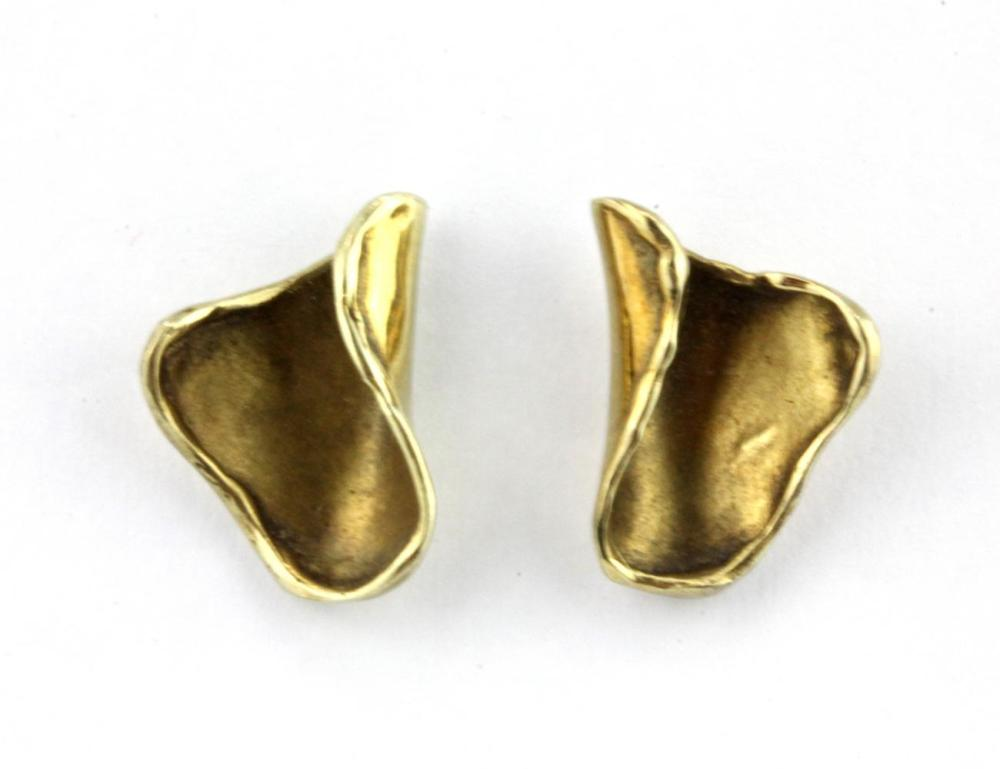 A pair of 9ct contemporary yellow gold earrings, L. 1.6cm.