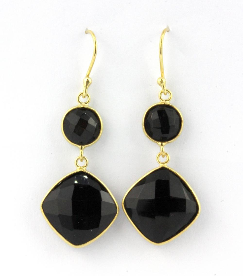 A pair of 925 silver gilt earrings set with faceted cut black onyx, L. 4.5cm.