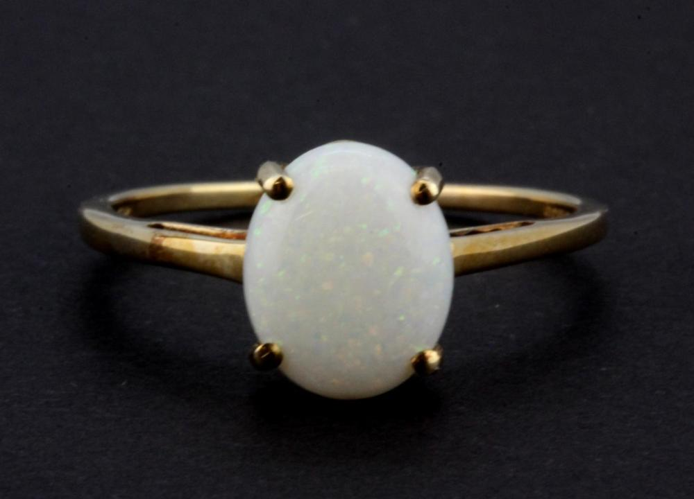 A 9ct yellow gold oval cabochon cut opal set ring, (S).