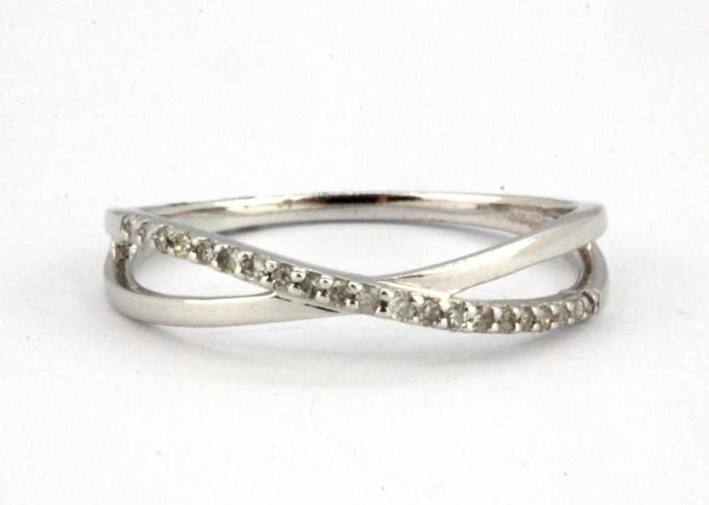 A 9ct white gold diamond set crossover ring, (O).
