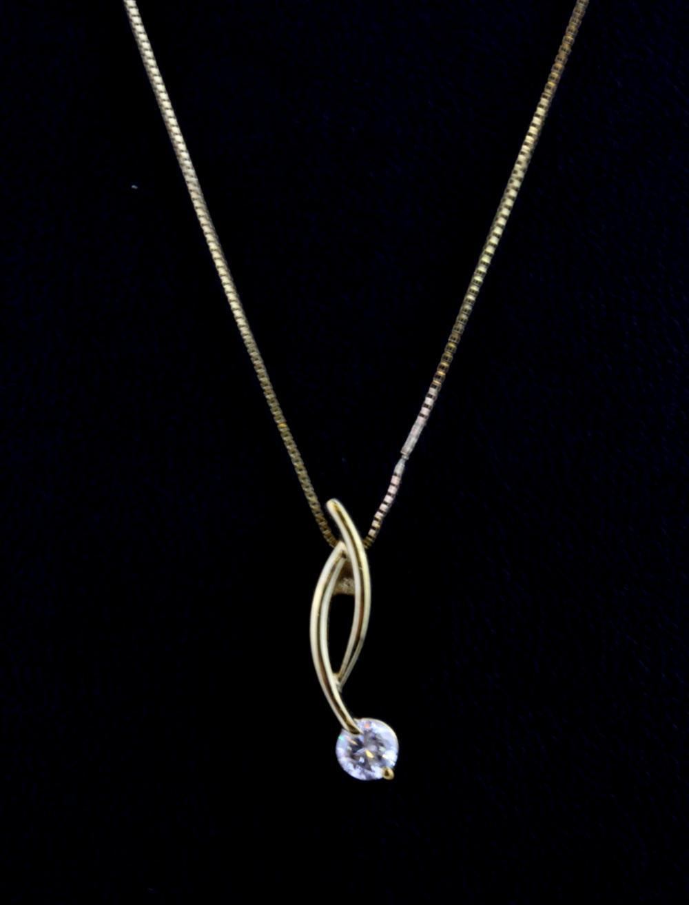 A 9ct yellow gold stone set pendant and chain, L. 2cm.