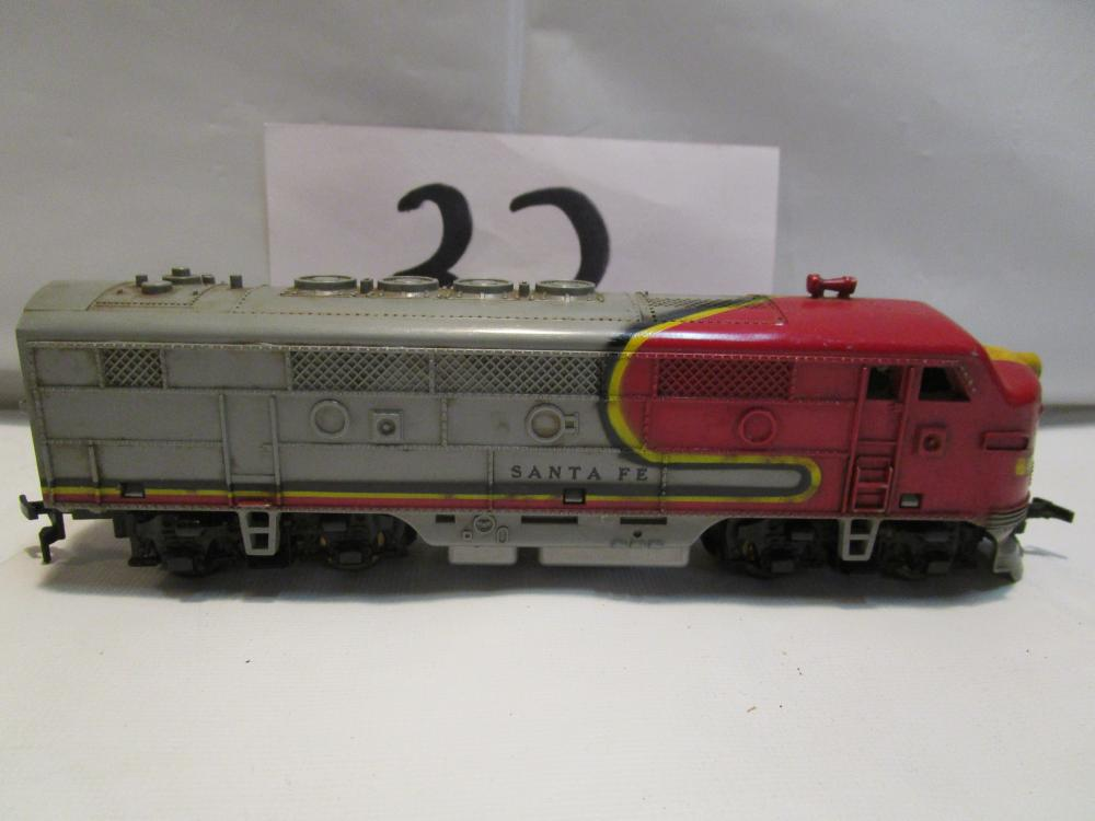 HO Scale Santa Fe Engine