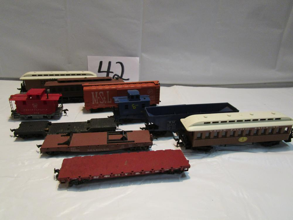 Lot 3 of Vintage HO Scale Train Cars