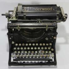 UNDERWOOD ANTIQUE TYPE WRITER