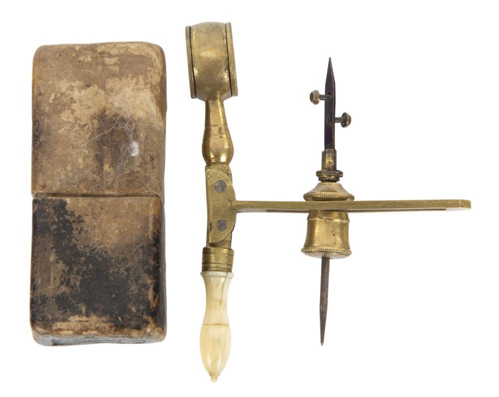 Ø A SIMPLE MICROSCOPE, ENGLISH, CIRCA 1740