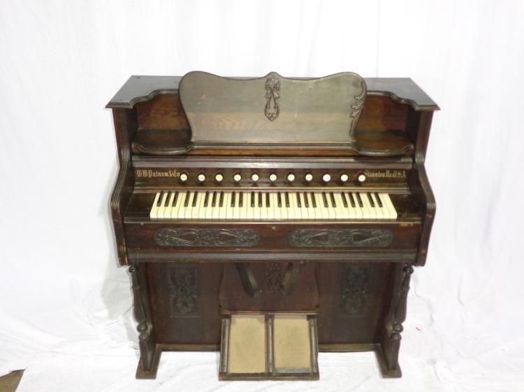 W.w.putnam & Co. Pump Organ And Stool