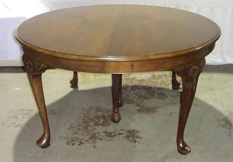Mahogany Queen Anne Dining Table : H19683 L124439571 from www.invaluable.com size 750 x 520 jpeg 36kB