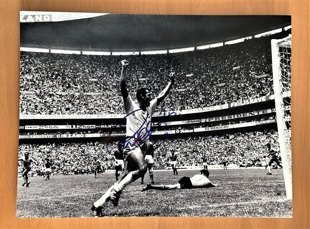 Football, Carlos Alberto Torres signed 16x12 inch black and white photograph pictured during the