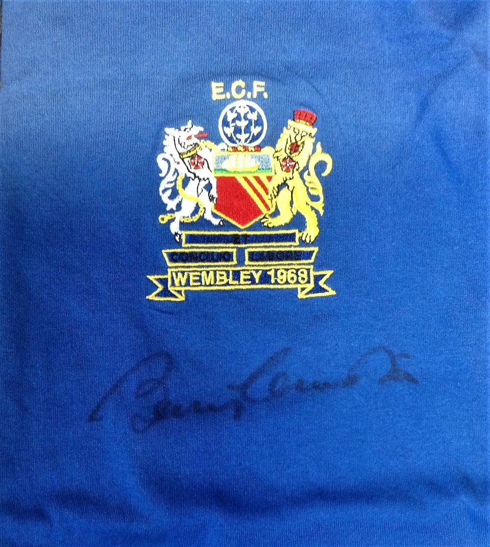 Bobby Charlton signed Manchester United signed 1968 European cup final replica shirt. The 1968