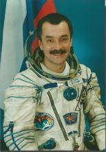 Mikhail Tyurin STS105 Russian Cosmonaut signed 7 x 5 colour portrait photo. Good Condition. All