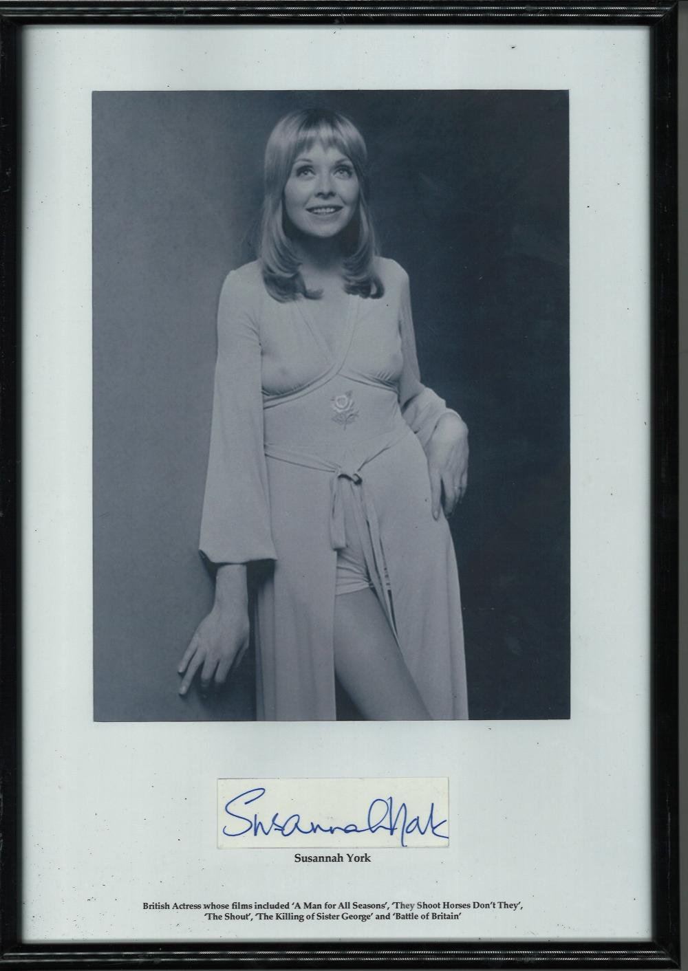 Susannah York signed Black/white portrait photograph mounted in a black frame of acclaimed British