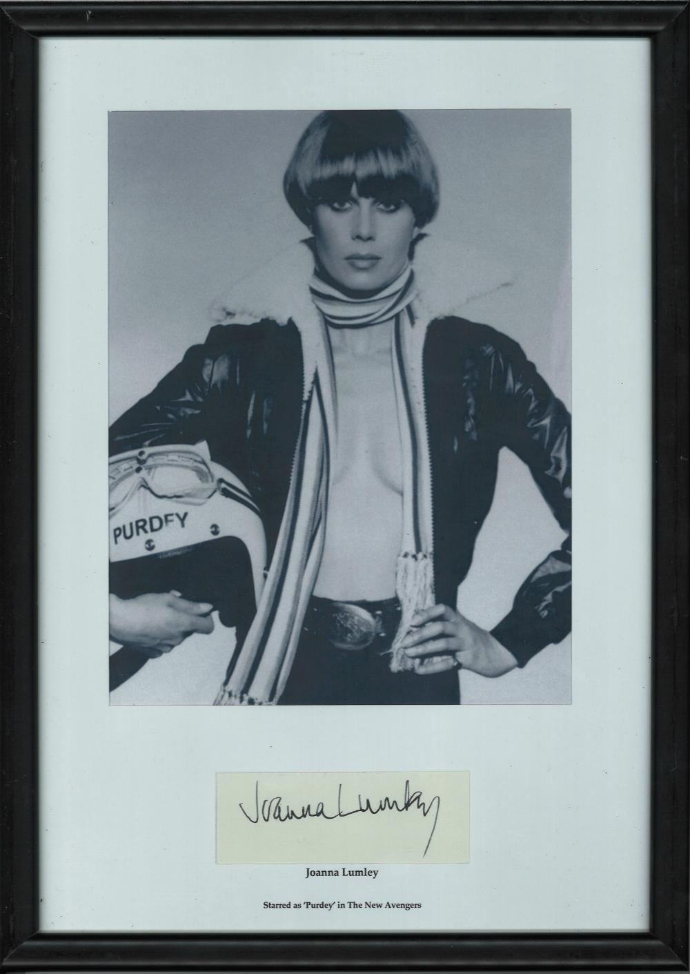 Joanna Lumley signed Black/white photograph in black A4 frame of actress and model Joanna Lumley.