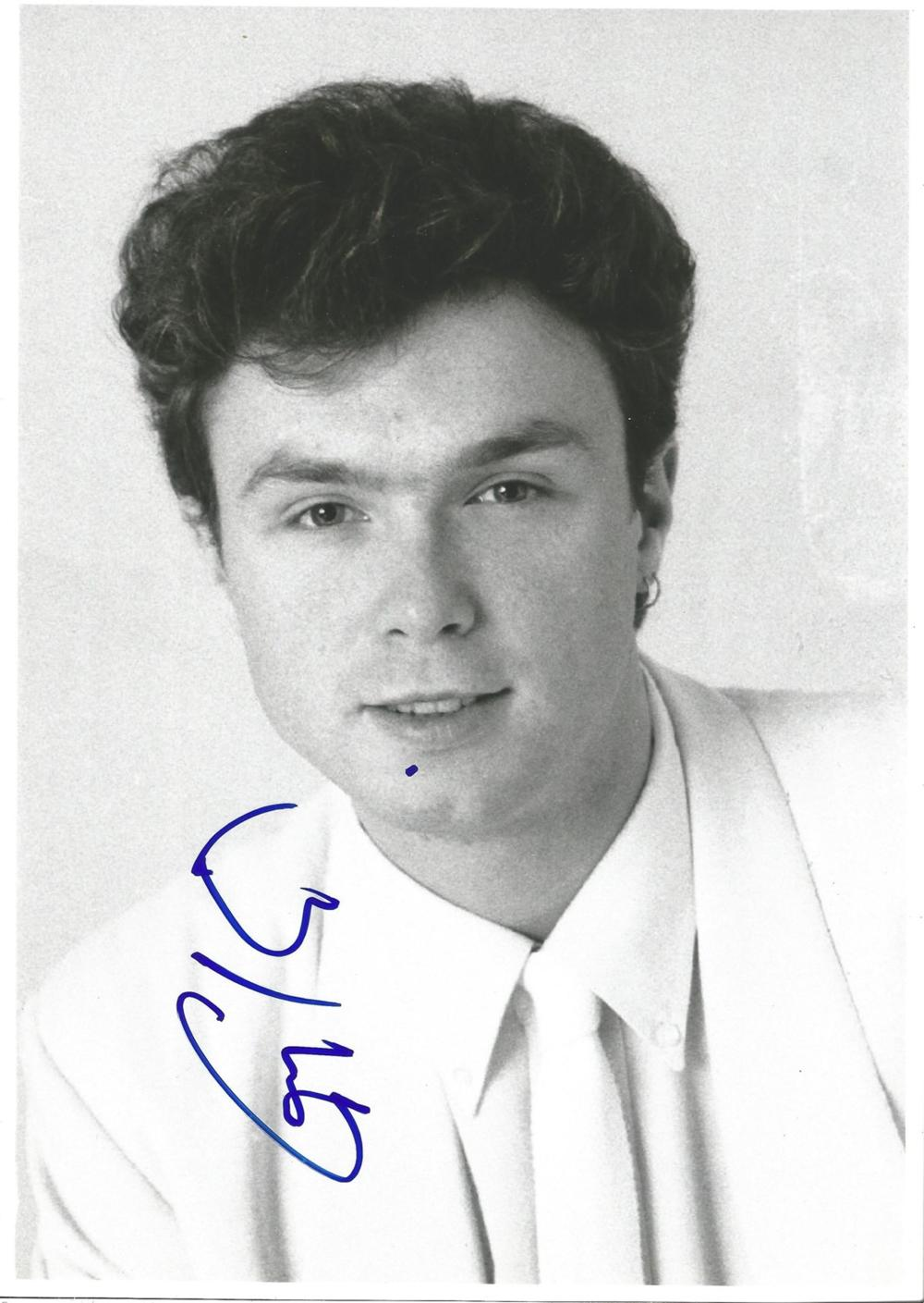 Musician Gary Kemp signed 12x8 black and white photo in excellent condition Gary James Kemp is an