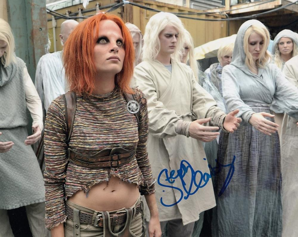Blowout Sale! Defiance Stephanie Leonidas hand signed 10x8 photo This beautiful 10x8 hand signed