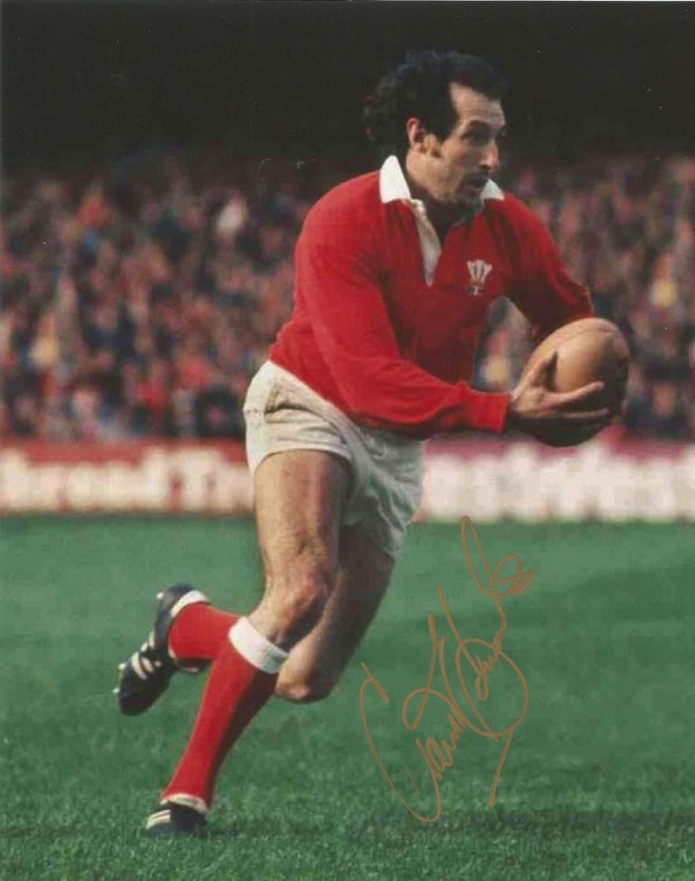 Gareth Edwards signed 10x8 colour Rugby Union photo. Good condition. All autographs come with a