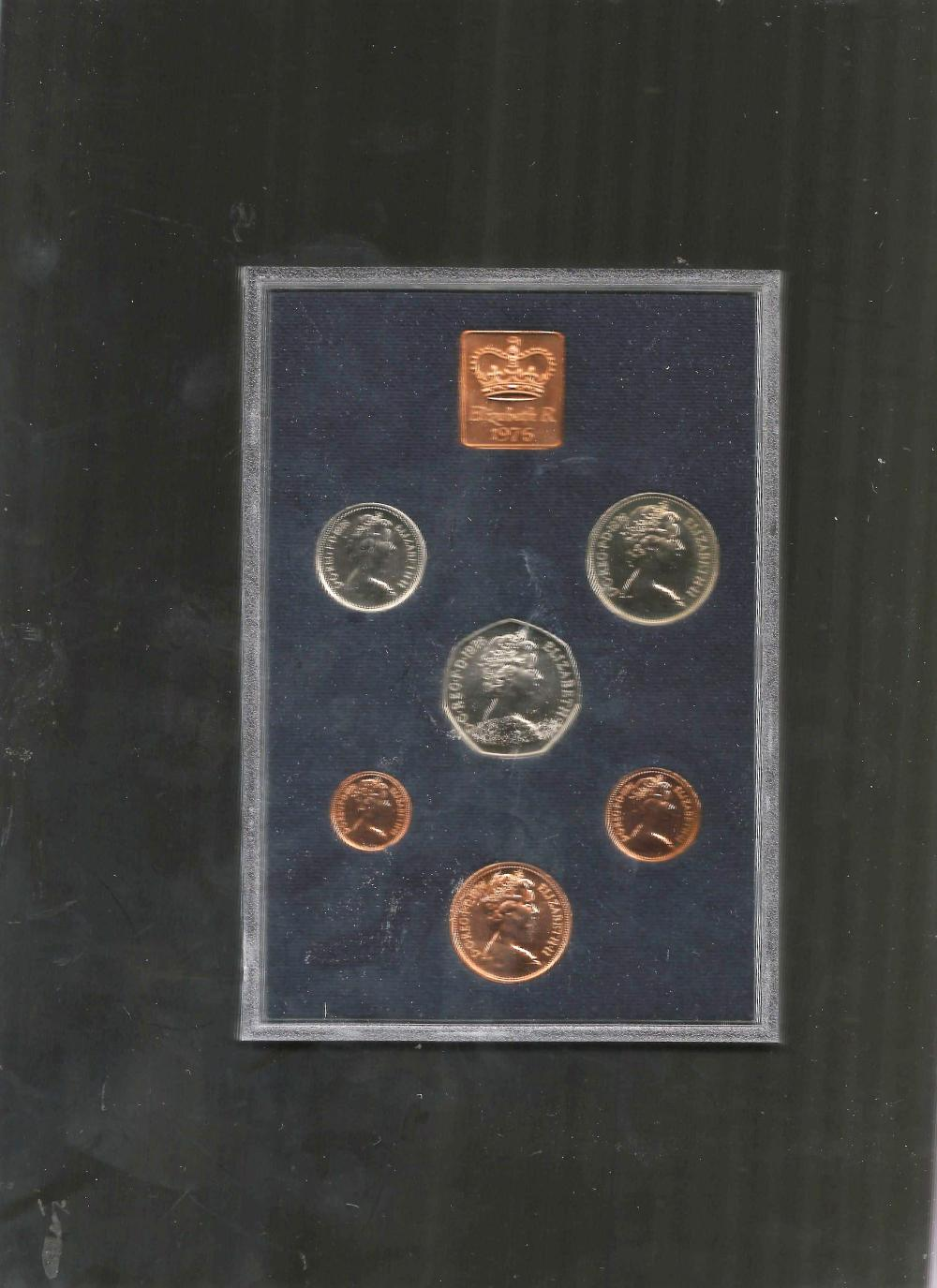 UK GB 1976 Proof coin set, mounted in a plastic display case, with a protective outer case. The