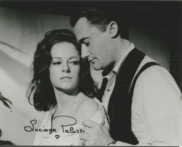 Luciana Paluzzi - 10X8  Photo  Signed. James Bond