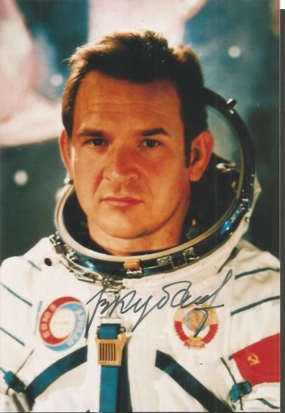 Valeri Kubasov Soviet Cosmonault Signed 4X6 Photo