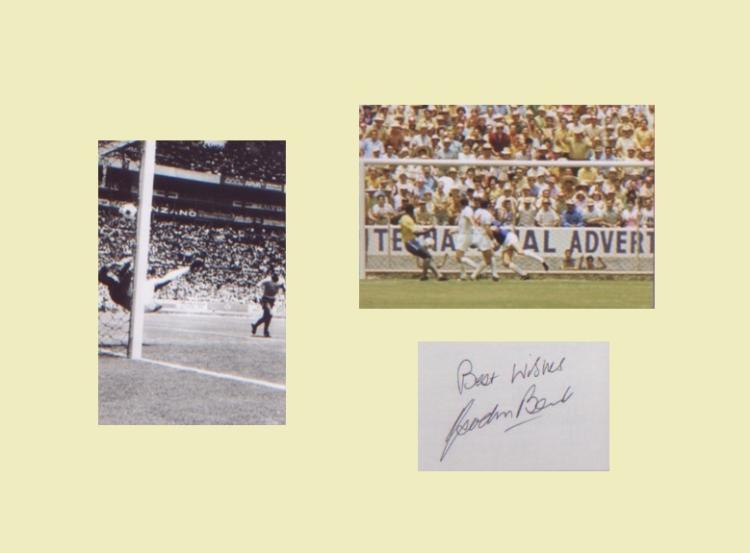 Gordon Banks. Signature mounted with 2 pictured of