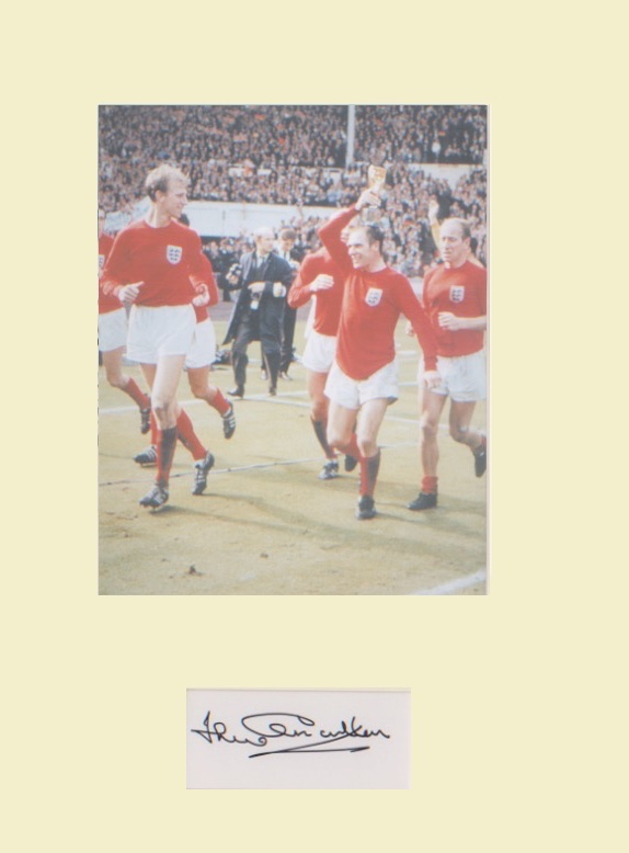 Jack Charlton. Signature mounted with 10x8 picture